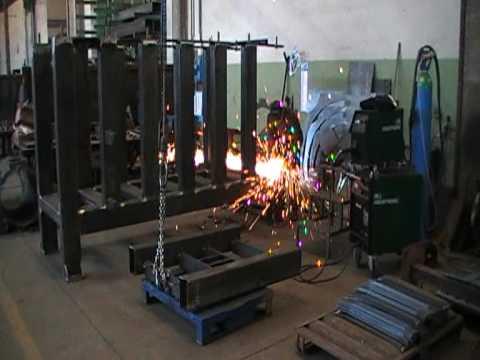 Costruzione macchinario per stampaggio materie plastiche - MCMmarchetti.com -