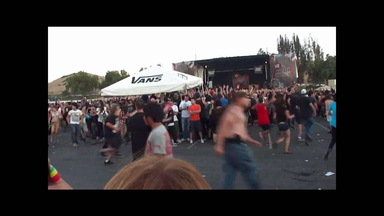 Bring Me the Horizon mosh pit at Warped Tour - YouTube