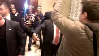 Янукович після круглого столу втік від журналістів