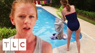 Mum Makes Family Wash Clothes In Their Swimming Pool!   Extreme Cheapskates