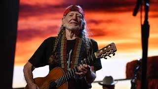 Willie Nelson & Family - Whiskey River (Live at Farm Aid 2018)