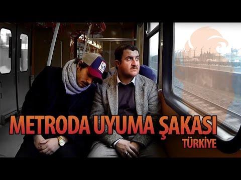 Турска скриена камера: Спиење на рамо на непознати луѓе во метро