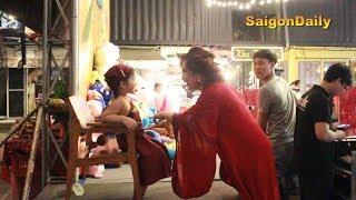 Lô tô show: Lộ Lộ lộ khoảnh khắc chăm con gái cực đáng yêu tại cánh gà sân khấu