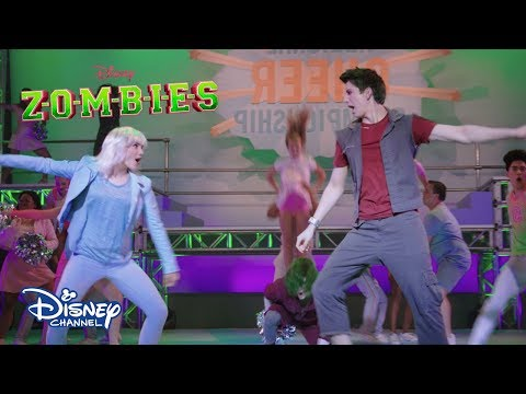 Fired Up en la Competencia | Video Musical | ZOMBIES