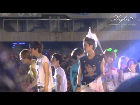 [FANCAM] 120818 SM TOWN in Seoul - Ending EXO Focus