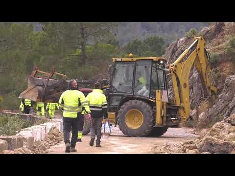 Apertura total de la carretera de Las Palomas, en Grazalema, tras una compleja operación