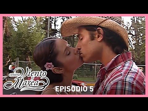 Contra viento y marea: ¡Natalia y Sebastián se besan! | Resumen C-05 | Tlnovelas
