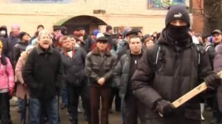 У Хмельницькому під час акції протесту з будівлі СБУ стріляли. Є поранені