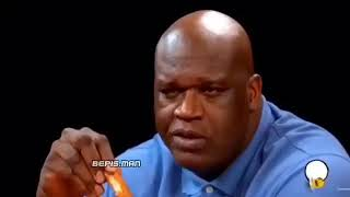 Shaquille O'Neal eats hot wings
