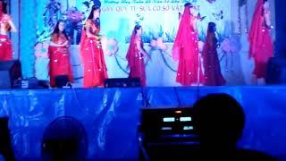 """""""Nhảy Ấn Độ"""" phiêng bản học sinh 2k2"""