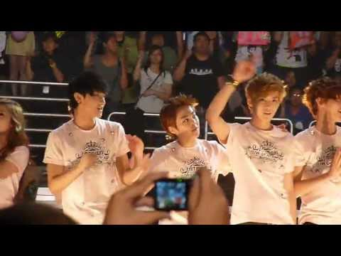 [Fancam] SMTown Live '12 in Anaheim ending (Tao centric)