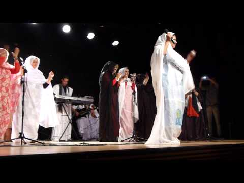 Um Deleila sings about Saharawi martyrs (Vitoria, Spain, 10/1/13)