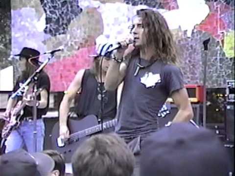 Pearl Jam 8/23/91 Mural Amp.-Seattle, WA (full concert)