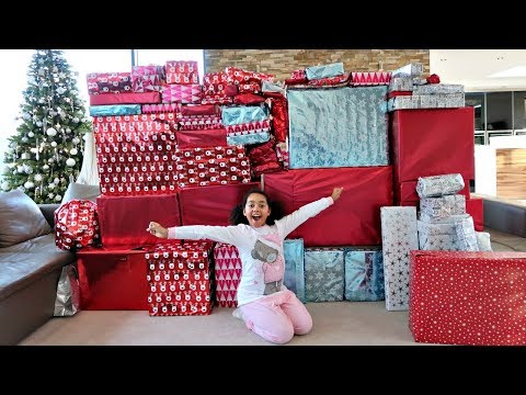 Christmas Morning Tiana And Family Opening Presents - Toys AndMe Special