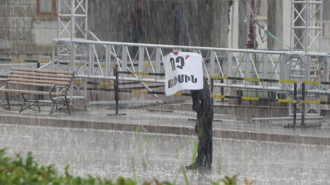 """Акция """"Нет режиму"""" в центре Степанакерта"""