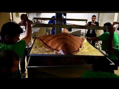 153 كيلوغراما لأكبر فطيرة ساموسا في العالم