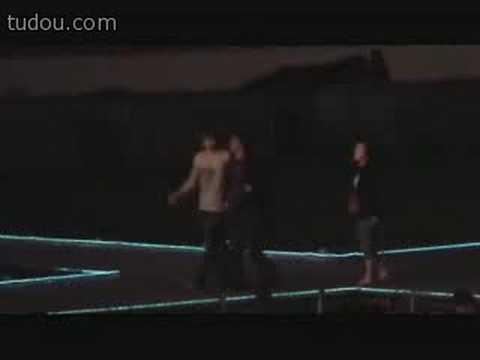 Jaejoong watchin Zhang Li Yin at rehearsal
