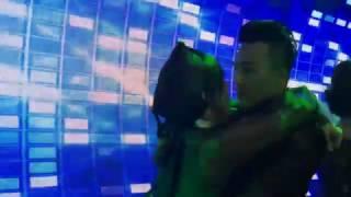 Trấn Thành liên tục hôn Hariwon