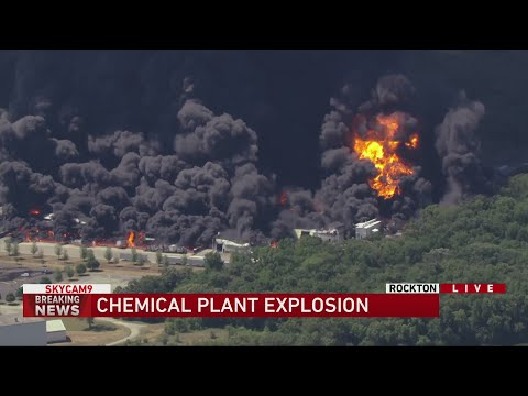 Chemical plant explosion prompts evacuations in Rockton, Illinois