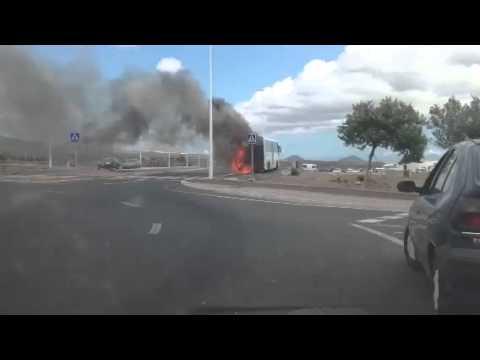 Guagua ardiendo en Puerto del Carmen