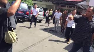 Aktivis Anti Korupsi M. Triyanto Meluapkan Emosi Saat Ditahan di Kejaksaan