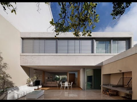 Modern House Design with Monocromatic Concrate Malterial and Warmer Wood as Accentuate Element