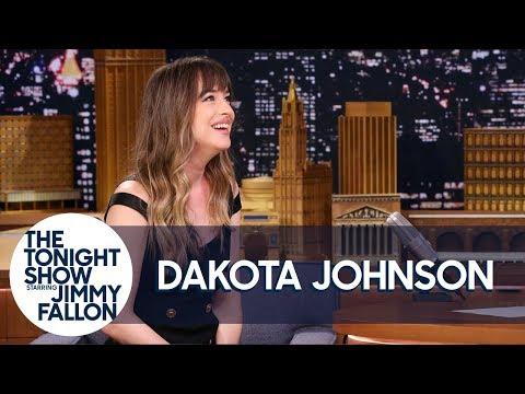 Dakota Johnson Was Sneaking Photos of the Stranger Things Kids at the Golden Globes