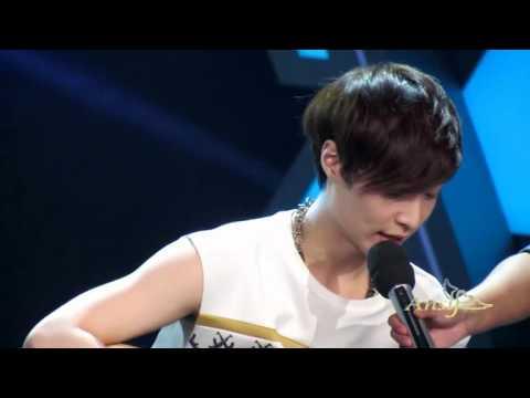 120425 [fancam] EXO-M 快乐大本营happy camp   LAY Play the guitar