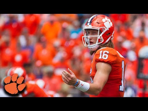 Clemson QB Trevor Lawrence Throws 3 TD In Tigers' Debut