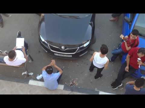 Palestine : écoute d'une oeuvre via le lecteur CD d'une voiture