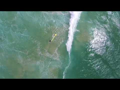 Un drone sauve deux nageurs en perdition et filme la scène