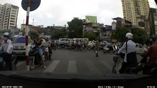 Ô tô đâm xe máy: đánh nhau ở ngã tư Giảng Võ - Láng Hạ