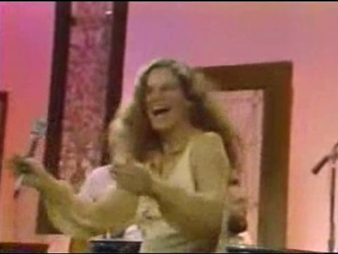 CAROLE KING (Live) - I Feel The Earth Move - YouTube