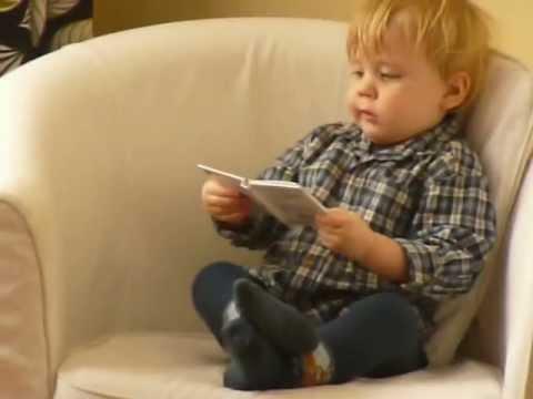 16 m-y Marcel nie może oderwać się od... czytania książki | Nauka Czytania z MagWords