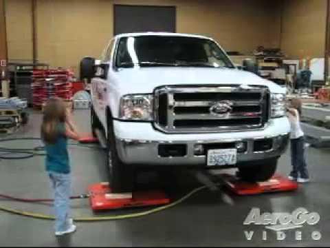 AeroGo Luft Rollen - zwei kleine Mädchen bewegen große Ford LKW