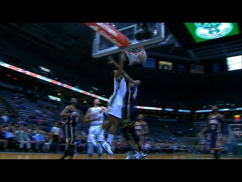Jabari Parker Goes Strong to the Rim for the Jam!