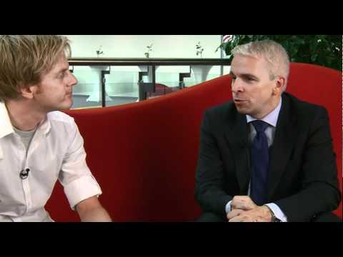 Interview: Prof. Dr. Klaus Goldhammer auf der roten Couch