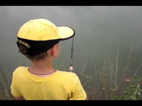 Щука! Весёлая рыбалка :)