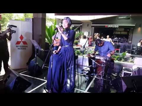 Yuna 03 singing Crush at Bangsar Shopping Centre