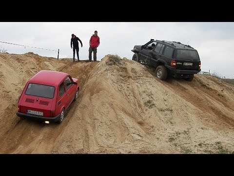 Maluch vs Jeep