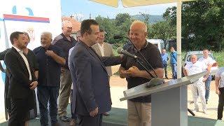 TV 5 - Dačić uručio ključeve stanova za izbegličke porodrice u Arilju