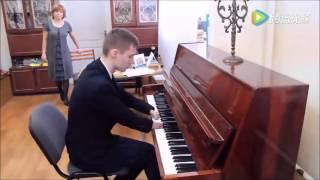 Inspiring! Russian teen without hands plays beautiful piano song
