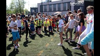 Ponad pół tysiąca młodych biegaczy ze szkół podstawowych oraz z przedszkoli z terenu całej gminy W