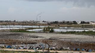 غزة : quotأم النصرquotعلى موعد مع الكارثة .. قرية على quotضفافquot الصرف الصحي ...