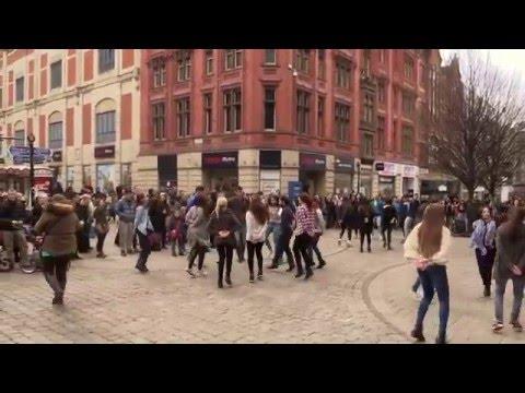 FlashMob in Manchester - Greek Zorbas / Zempekiko tis Evdokias