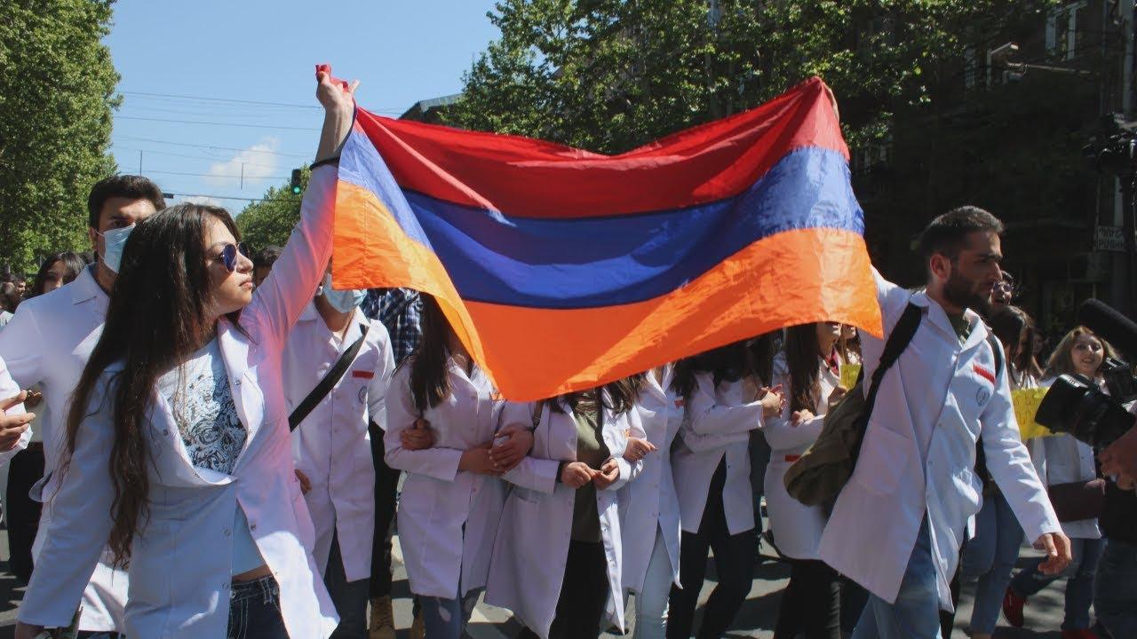 """""""Серж ушел"""": Армения празднует отставку Саргсяна"""
