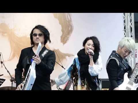 20131222-西門町Better Life簽唱會-F.I.R.飛兒樂團-我要飛 +阿沁solo+你的微笑