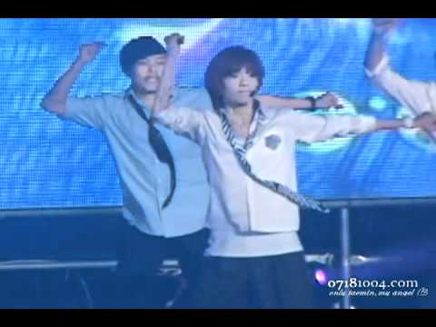 {random}o9o626 Taemin shirt ripping fancam on 'we are the future' perf