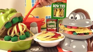 Shrek et le Singe Mangent des Pâtes Italiennes Bolognese Ravioli