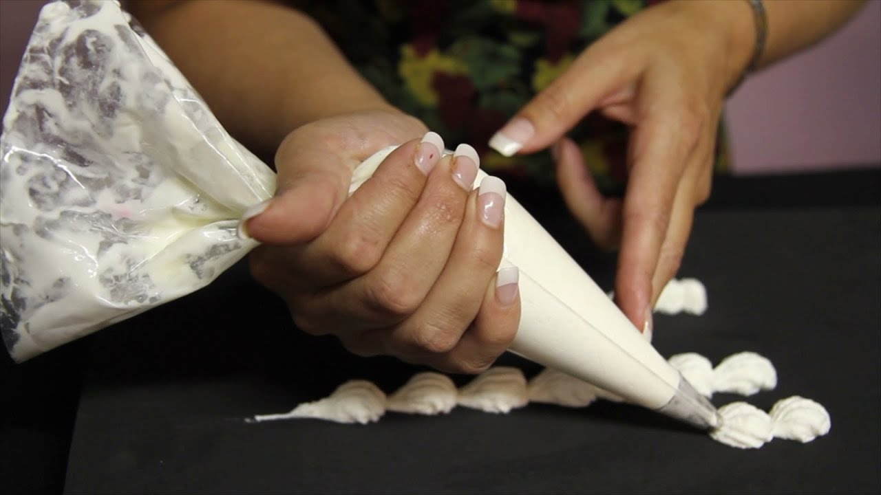 Cake Decorating- how to make shell borders- buttercream ...